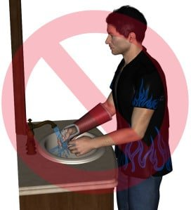 michael-lavandose-las-manos-con-escayola-web