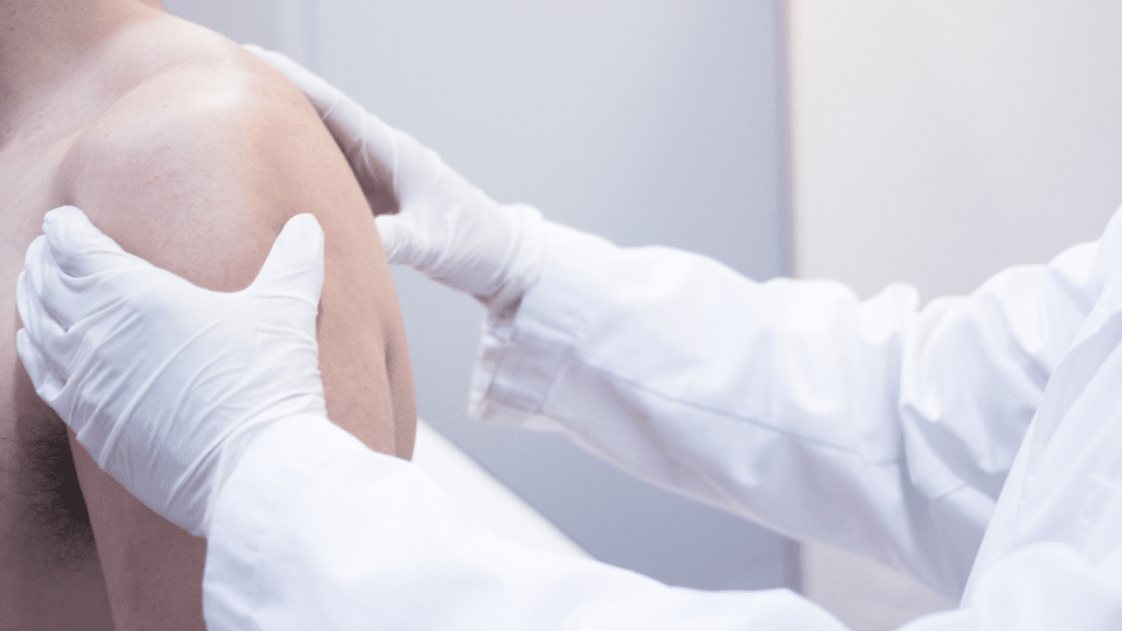 El traumatologo deportivo Adrián Gallego Goyanes explica cómo se diagnostica la inestabilida de hombro
